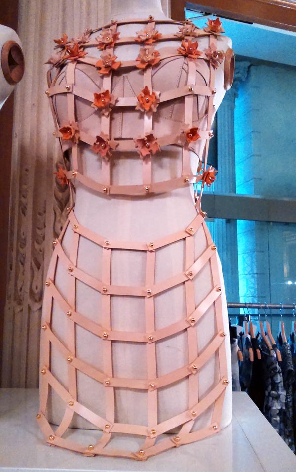 Una Burke - habit et accessoires en cuir