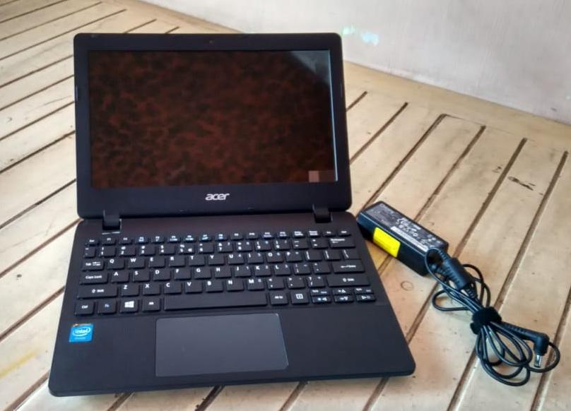 laptop bekas acer es1-111