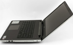 Dell Inspiron 5758 (17 5000) open wide