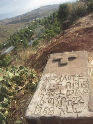 Tumba con inscripción en amárico