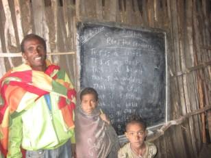 El maestro de inglés y dos de sus alumnos