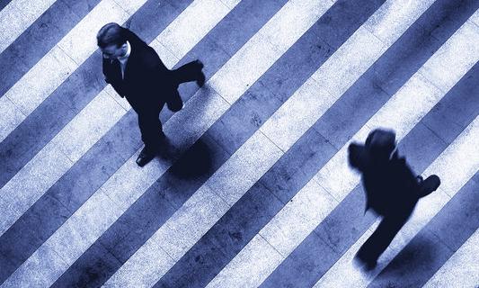 persone-passaggio-strada