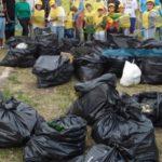 Con guanti e ramazza i volontari puliscono Felizzano