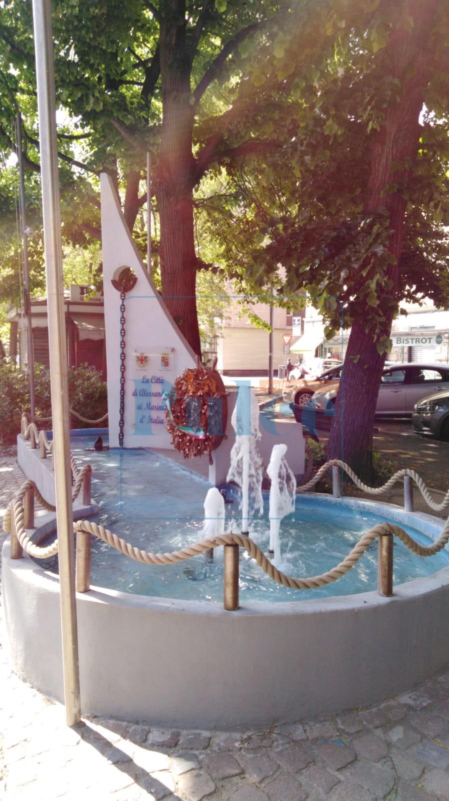 Fontana di fronte Caserma Valfrè