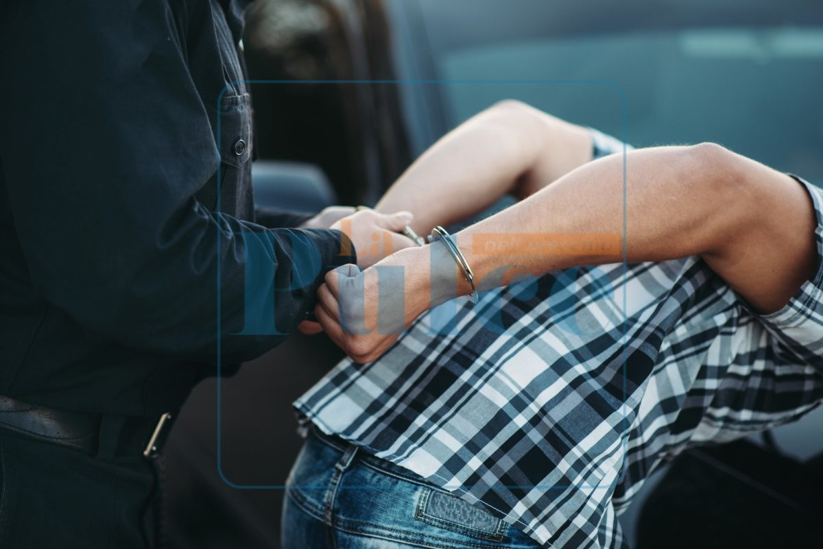 arresto manette polizia