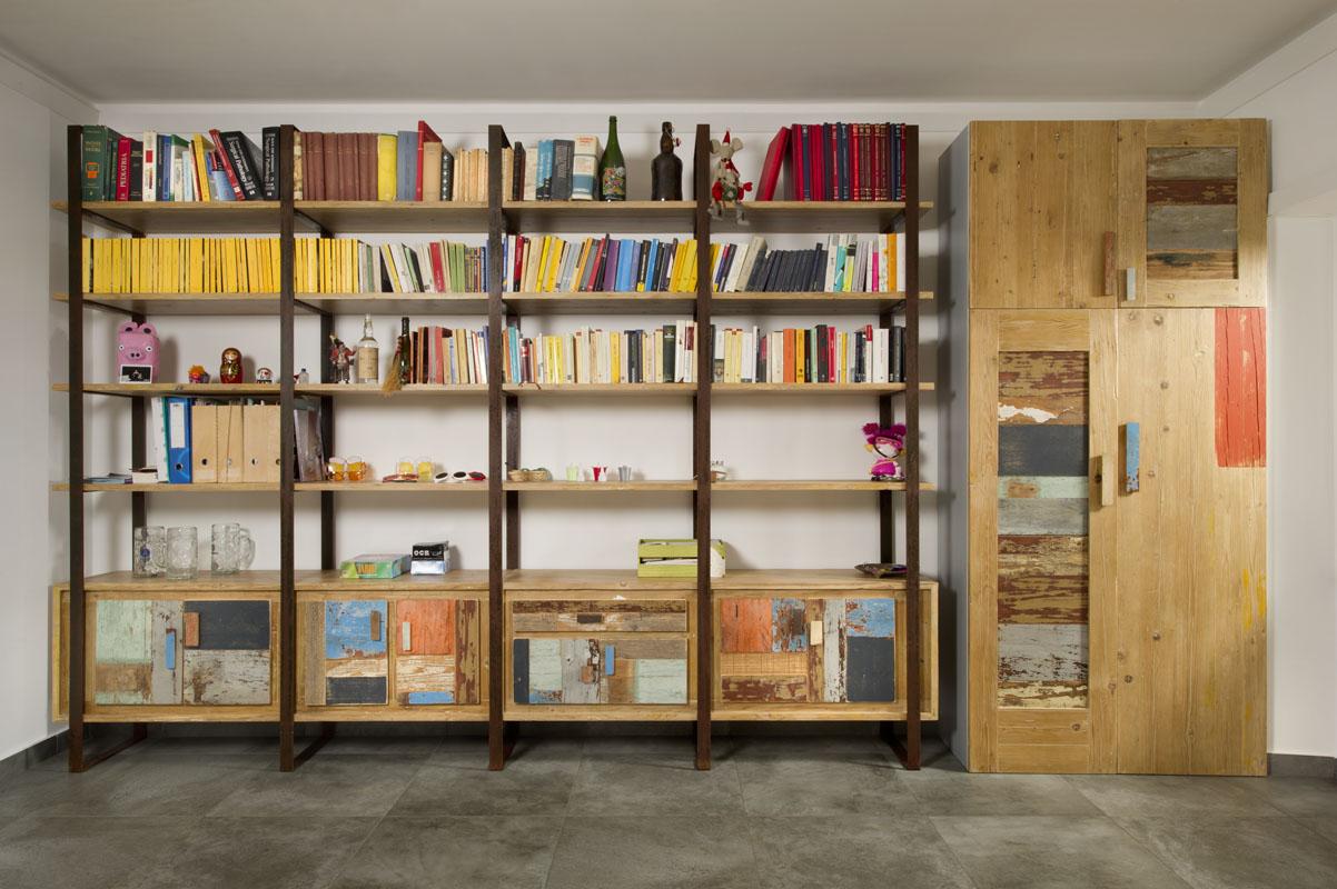 parete attrezzata e libreria stile industriale contemporaneo