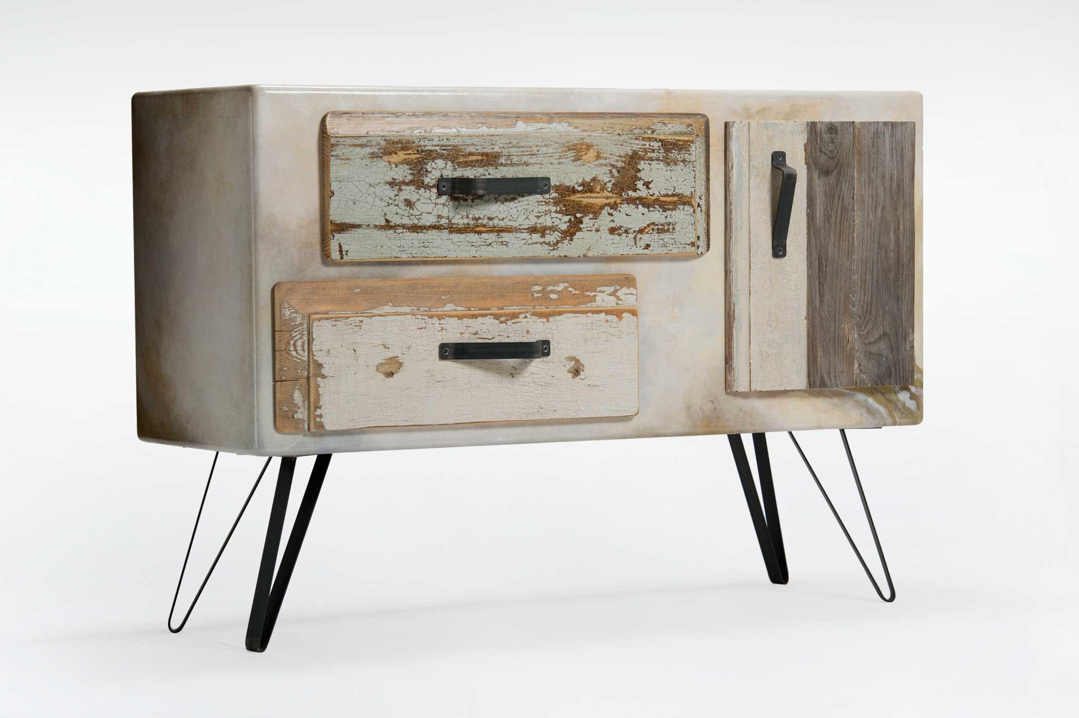 Credenzina con due cassetti e un'anta in legno di recupero. Modello fatto a mano da Laquercia21