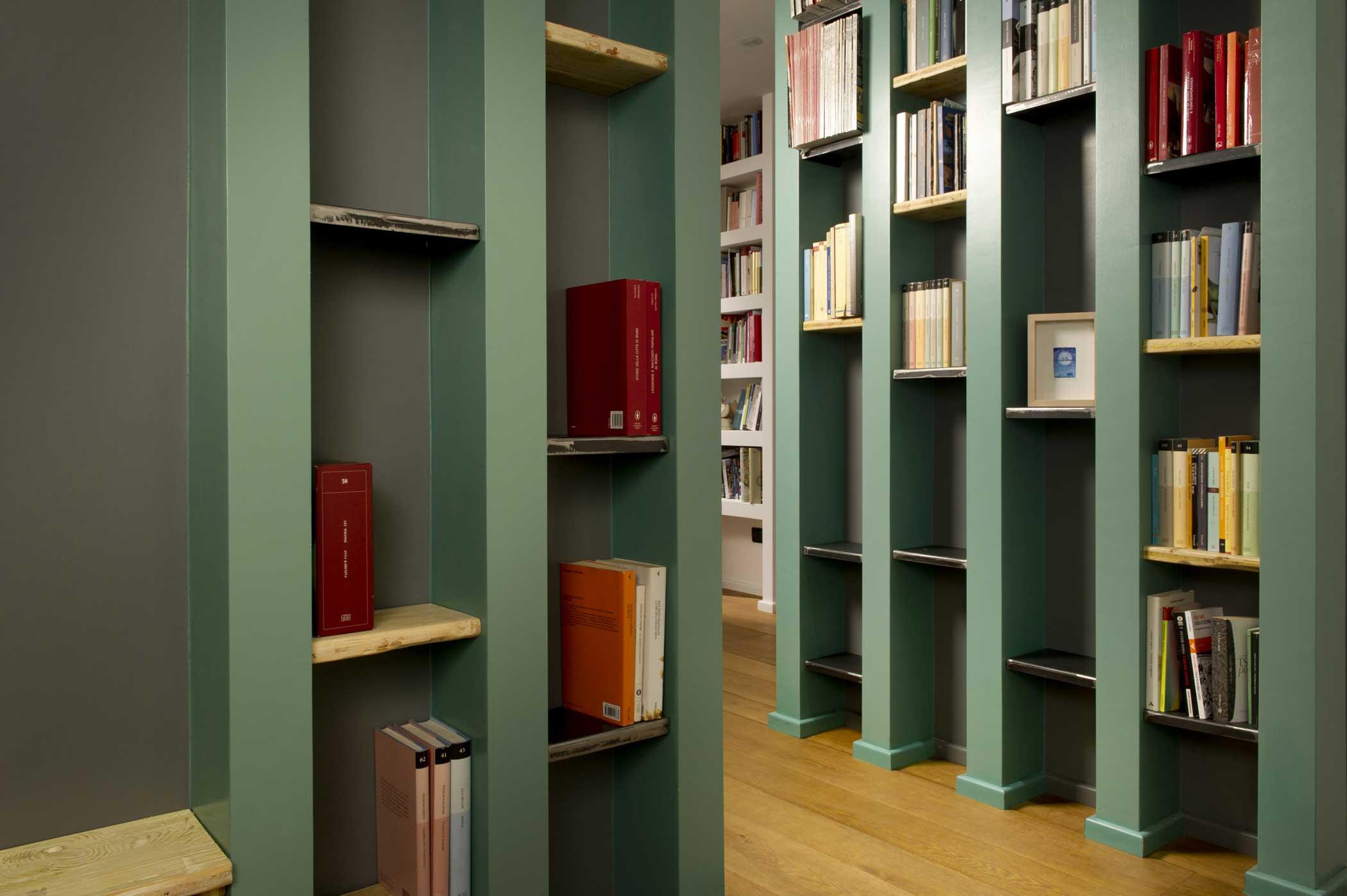 Libreria su misura in legno stile moderno