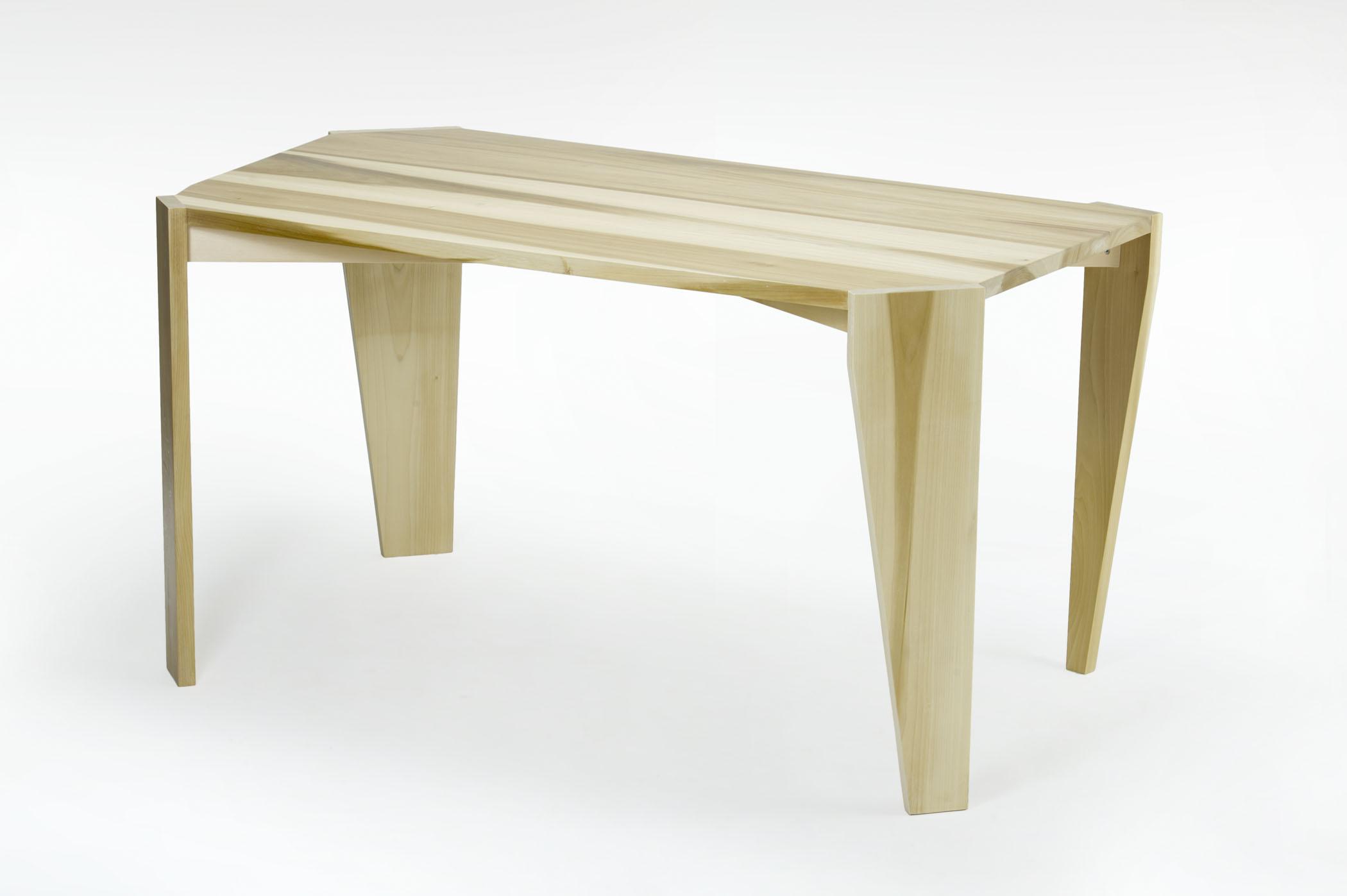 Tavolo artigianale dalla forma irregolare in legno massello di toulipier per sala da pranzo