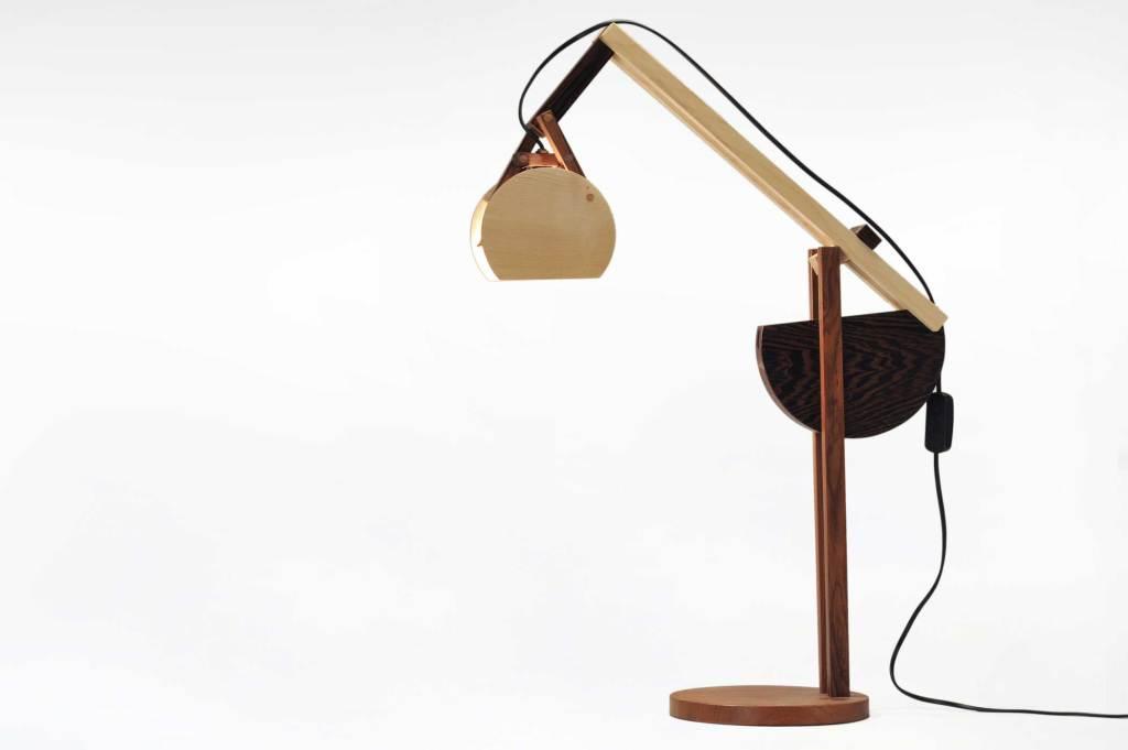 Lampada salotto lettura in legno