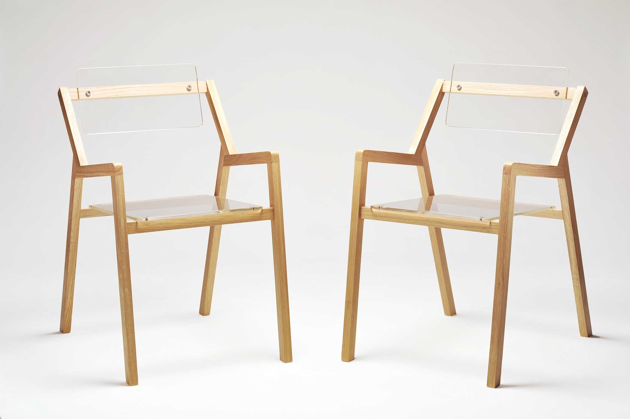 Sedia contemporanea di design plexiglass e rovere