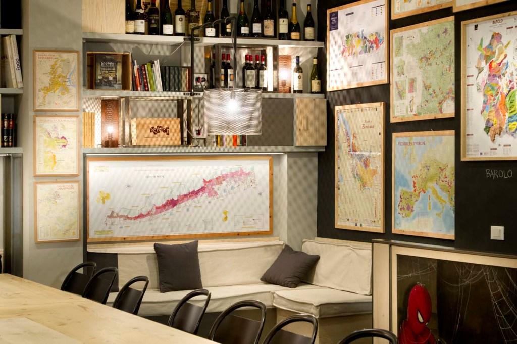 Zona divanetto ristorante rimessa roscioli. Arredamenti su misura per locali