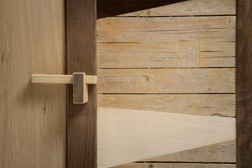 Sportello in legno di recupero e vintage per mobile soggiorno e dispensa moderna