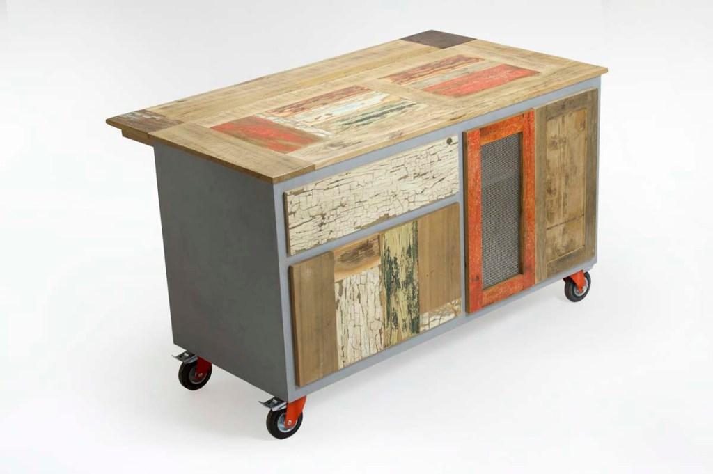 credenza da cucina in legno colorato stile industriale