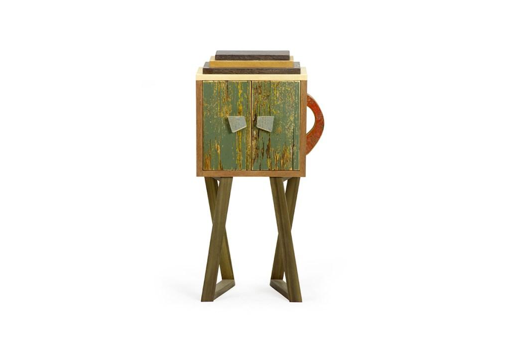 Comodino in legno vintage giallo e verde salvia