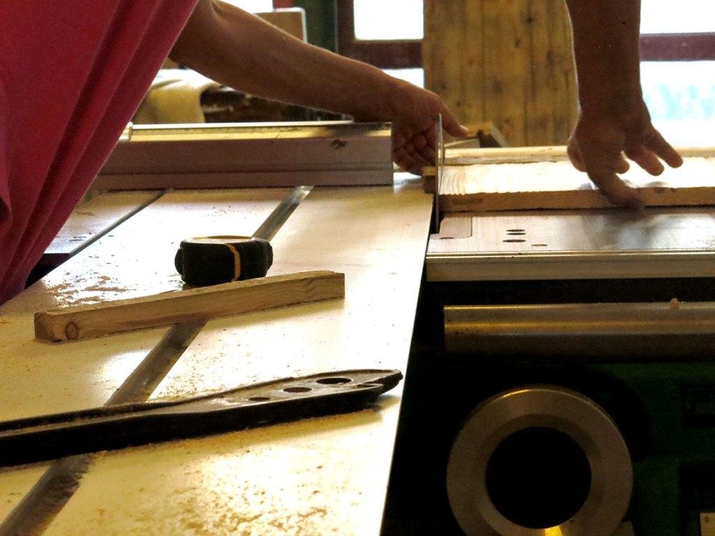 taglio del legno con sega circolare laquercia21