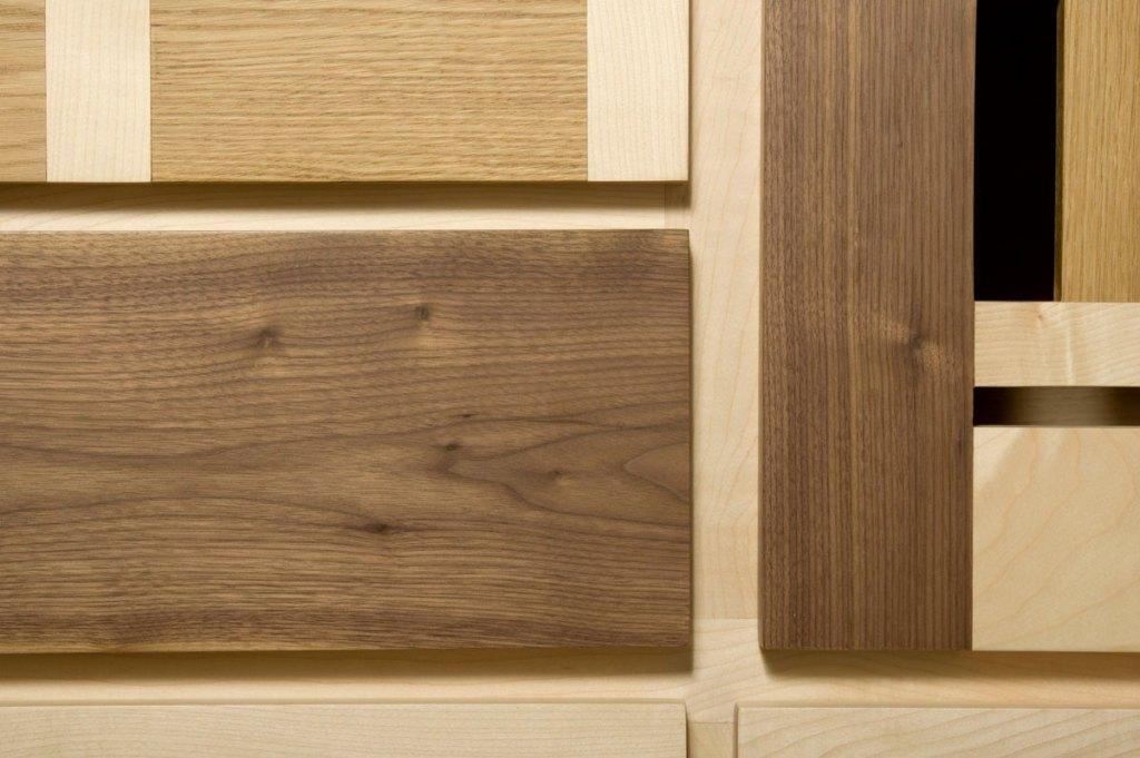 cassetti e ante in legno massello naturale mobili soggiorno contemporaneo
