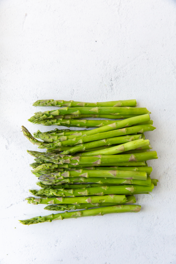 asparagus with the ends snapped off