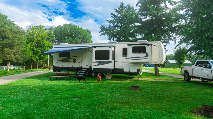 Cedar Creek fifth wheel parked at Guist Creek Marina and Campground