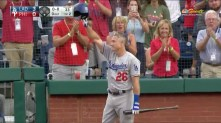 chase-utley-standing-ovation