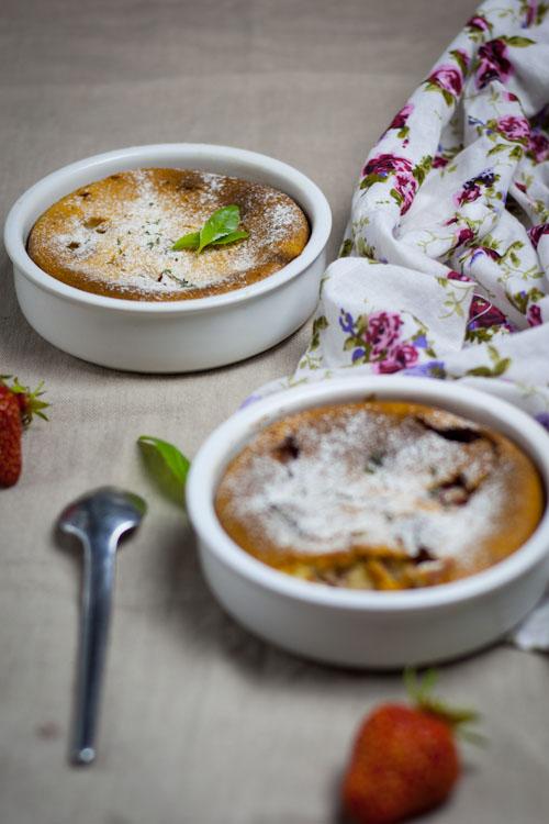 clafoutis fraise-verveine à la crème d'amande