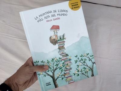 la montaña de libros mas alta del mundo