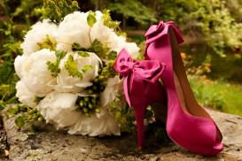 white-peonies-brides-bouquet-hypericum