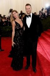 Gisele Bundchen e Tom Brady, ambos em Balenciaga