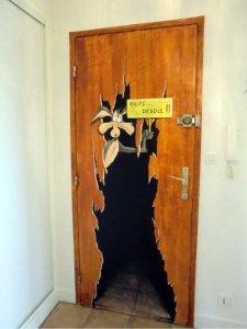 Porte fracassée