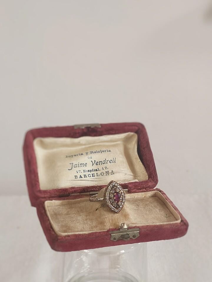anillo-isabelino-rojo-rombo-1-DARIA