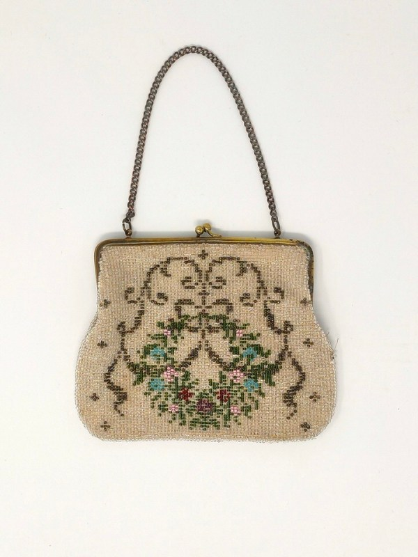 Delicate 20s antique beaded purse