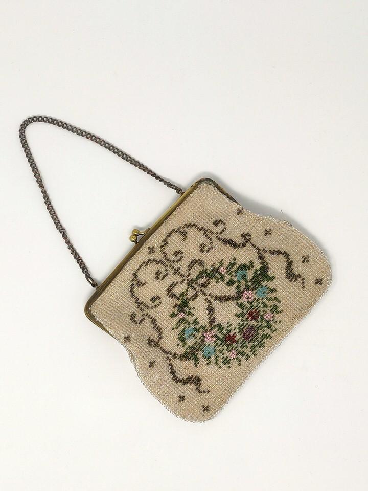 Delicate 20s antique beaded purse