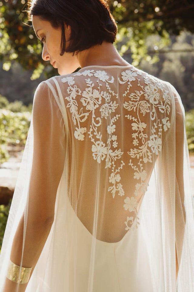 bride-slow-dress-back