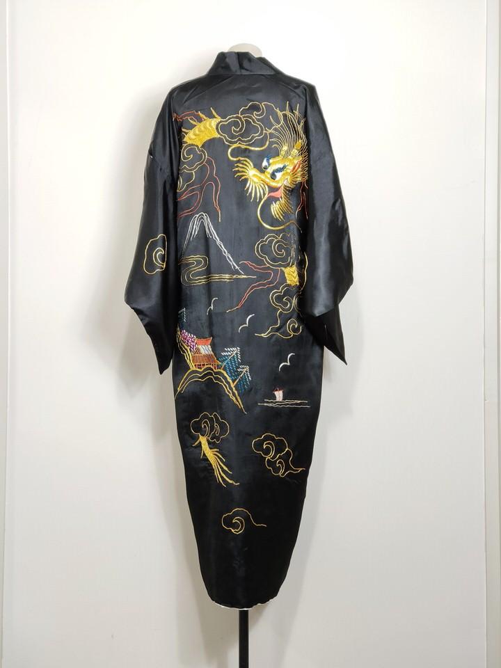 kimono-negro-bordado-oro