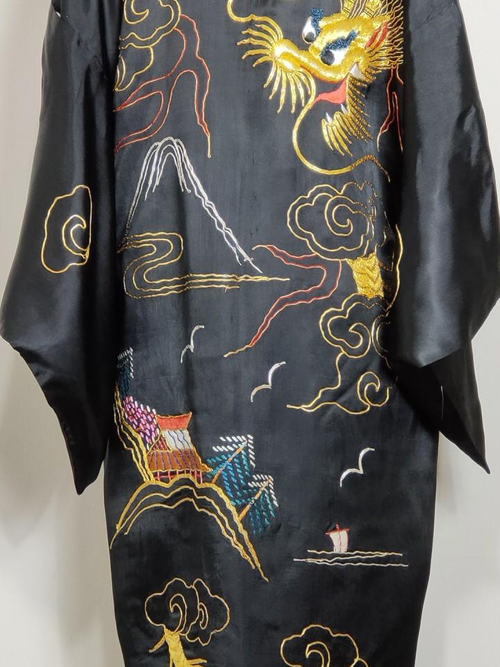 kimono-gragón-bordado