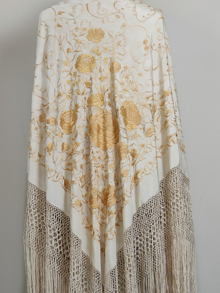 antique-isabeline-piano-shawl