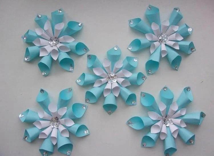 新年美丽的原始雪花:创建自己的手,模板与照片Snezhinki Iz Bumagi Svoimi Rukami 44