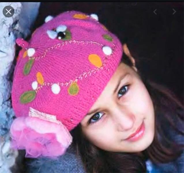 Femeia ia acele de tricotat: Cum să legați o căptușeală la modă Kak Svyazat Spicami Beret 27