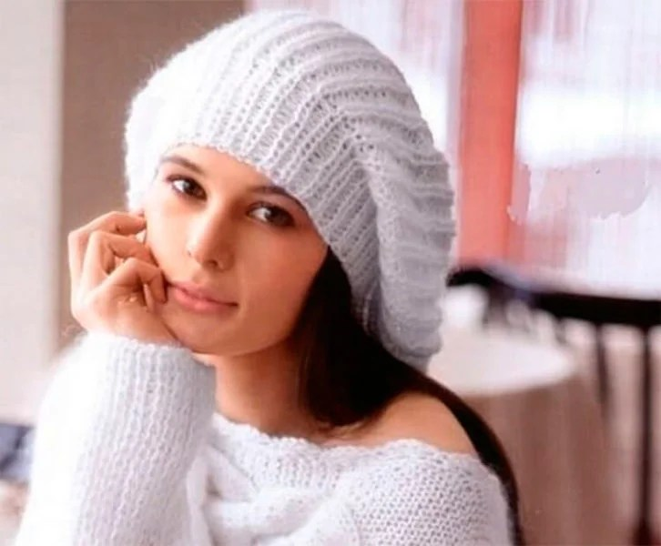 Femeia ia acele de tricotat: cum să legați o căptușeală la modă Kak Svyazat Spicami Beret 49
