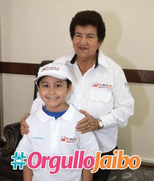 Felicita Magdalena Peraza al campeón Gustavo García Salazar