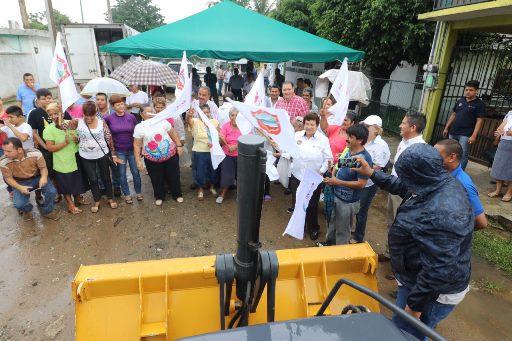 Aplican programa de Obra Pública 201 en la colonia López Portillo