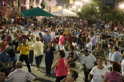 Vive Tampico una gran tarde de baile y danzón