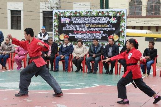 Entregan reconocimientos a talentos del deporte, educación y cultura