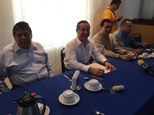 Entregará ayuntamiento carta de residencia a Adrian Oseguera