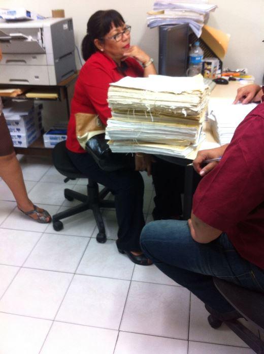 Detienen a mujer por fraude y falsificación de documentos