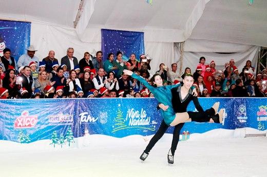 Disfrutaron miles de personas la pista de hielo en Zona Centro