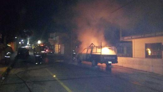 Incendio devora a camioneta