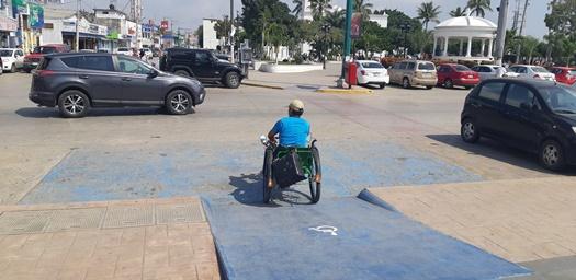 Cambiaría DIF transporte de discapacitados por taxis