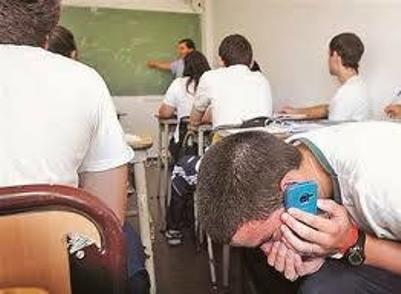 Exhortan a la a SET a regular el uso de dispositivos electrónicos en salones de clases