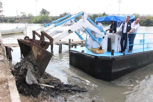 Más de 35 mil toneladas de basura extraen del margen de la Laguna del Chairel